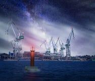 Nightscape av hamnen av Pula, Kroatien royaltyfri fotografi