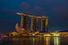 Nightscape av Singapore Marina Bay Sand Arkivfoto