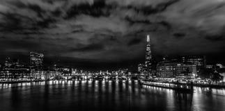 Nightscape blanco y negro de Londres Foto de archivo