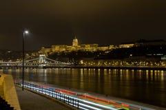 Nightscape con Buda Castle ed il ponte a catena, Budapest, Ungheria Immagini Stock Libere da Diritti