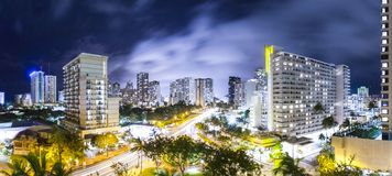 Nightscape de Honolulu, Hawaii imagen de archivo