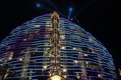 Nightscape de l'hôtel Sanya, baie de sept-étoile d'arbre de palétuvier de Haitang Photographie stock libre de droits