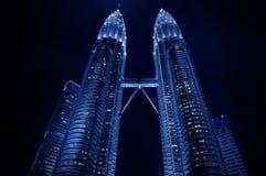 Nightscape de las torres gemelas de Petronas fotografía de archivo