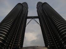 Nightscape de las torres gemelas de Petronas imágenes de archivo libres de regalías