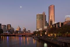 Nightscape de Melbourne CBD con el hotel del casino de la corona Fotografía de archivo libre de regalías