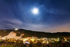 Nightscape de Morzine Photographie stock libre de droits