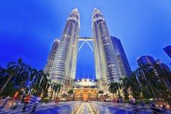 Nightscape de torres gêmeas de Petronas Fotografia de Stock Royalty Free