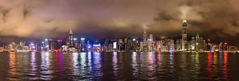 Nightscape de Victoria Harbour en Hong Kong Photos libres de droits