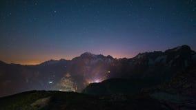 Nightscape di Monte Bianco (Mont Blanc) con il cielo stellato Fotografia Stock Libera da Diritti