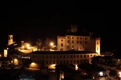 Nightscape do castelo de Barolo em uma noite quieta fotos de stock