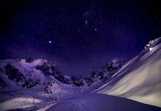 Nightscape i bergen royaltyfria foton
