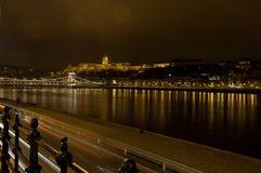 Nightscape met de Brug van Buda Castle en van de Ketting, Boedapest, Hongarije Stock Foto's