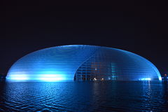 Nightscape van Nationaal Groot Theater in Peking Stock Foto's