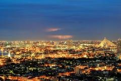 Nightscape von Bangkok, Thailand - mit Blitz im Himmel Stockfoto