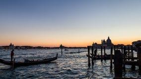 Nightscene长平底船,威尼斯,意大利 库存照片