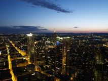 Nightscene der Frankfurt-Stadt Stockfotos