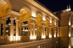 Nightscene griego del edificio Fotos de archivo libres de regalías