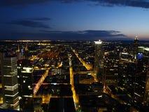 Nightscene van de stad van Frankfurt Royalty-vrije Stock Fotografie