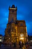 Nightshot布拉格城镇厅(Rathaus) 免版税库存图片