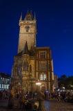 Nightshot ayuntamiento (Rathaus) Praga en República Checa Imagen de archivo libre de regalías