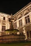 Nightshot de la façade arrière du théatre de l'$opéra de Vienne Photos libres de droits