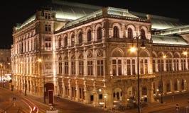 Nightshot de la façade arrière du théatre de l'$opéra de Vienne Images libres de droits