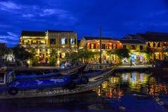 Nightshot de la rivière du ² n de Thu BÃ en Hoi An, Vietnam Photographie stock libre de droits