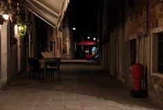 Nightshot di Venezia con i suoi canali e vicoli nell'inverno, Italia Fotografie Stock Libere da Diritti