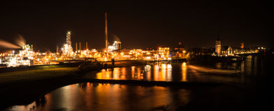 Nightshot von Emmerich morgens Rhein stockbild