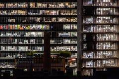 Nightshot von zwei Bürogebäuden in Barcelona, Spanien Lizenzfreie Stockbilder