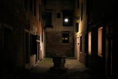 Nightshot Wenecja z swój kanałami alejami w zimie i, Włochy fotografia royalty free