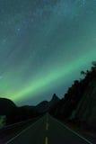 Nightsky over berg för morgonrodnad Royaltyfria Bilder