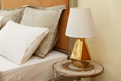 Nightstand met Lamp Royalty-vrije Stock Fotografie