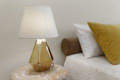 Nightstand met Lamp Stock Afbeeldingen