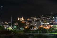 Nighttime в городе, Веллингтон, Новая Зеландия стоковая фотография rf