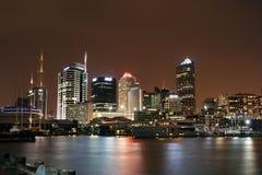 nighttime городского пейзажа Стоковые Изображения