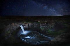 Nighttime следа звезды Lapsed выдержка в Palouse Вашингтоне Стоковые Изображения RF
