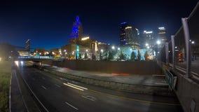 Nighttime czasu upływ władzy i światła okręg w Kansas City Missouri zbiory wideo
