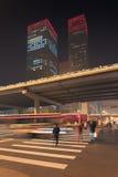 Nighttime miastowa dynamiczność przy Pekin śródmieściem, Chiny obraz royalty free