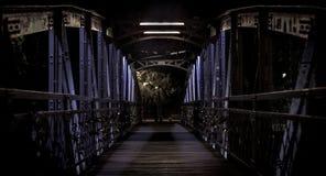 Nighttime na moście pełno kędziorki zdjęcia stock
