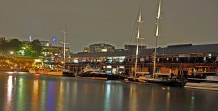 Nighttime på den Pyrmont fjärden Sydney Arkivfoto