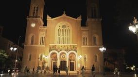 Nighttime plandeka w górę strzału wielkomiejska katedra Athens zbiory wideo