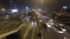 Nighttime ruch drogowy w dużym mieście Czasu upływ zbiory