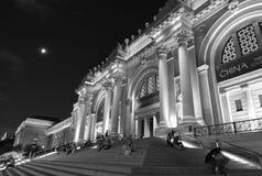Nighttime tłum przy Wielkomiejskim muzeum sztuki Zdjęcia Stock