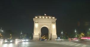 Nighttime upływ łuk De Triumf w Bucharest, Rumunia zbiory