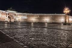 Nightview квадрата дворца, StPetersburg, России Стоковое Изображение RF