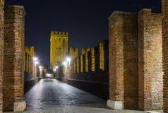 Nightview моста Castelvecchio в Вероне Стоковые Фотографии RF