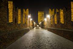 Nightview моста Castelvecchio в Вероне Стоковые Изображения RF