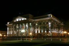 Nightview aan de Bouw van de Gouverneur Tyumen Royalty-vrije Stock Foto's