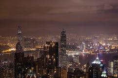 Nightview av den Hong Kong staden från Victoria Peak Arkivfoto